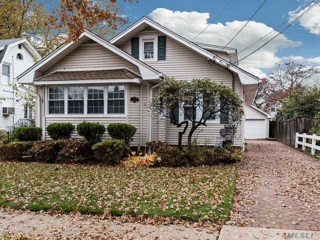 Beautifully Maintained Expanded Ranch In The Village Of Mineola. Home Features Large Bedrooms, Hardwood Floors Throughout. Open Layout Great For Entertaining, Conveniently Located To All.