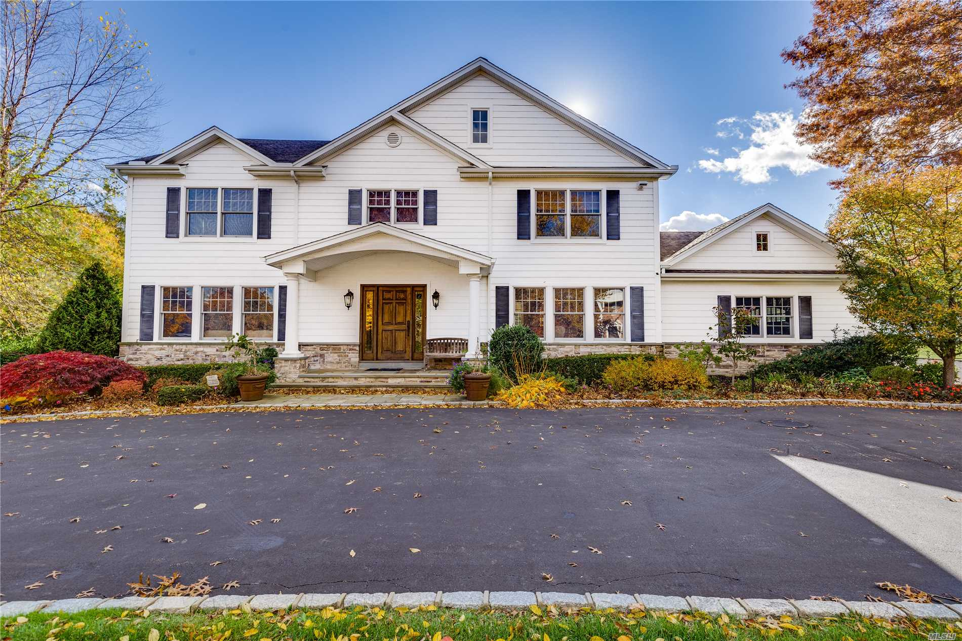 Majestic Colonial Expanded & Renovated To Perfection!This Elegant Home Offers Everything You Are Looking For.High End Finishes Throughout Include Custom Chef's Kitchen W Top Of Line Appliances-2 Dishwashers & Gas Cooking, Guest Suite On 1st Fl, Luxury Bathrooms, Distinctive Architectural Details, Radiant Heat, Rich Wood Floors, Walk In Pantry & Large Mud Room.This Stately & Inviting Home Is Beautifully Situated On Lush, Flat Property & Conveniently Located To All.Round Swamp Rd. Area!Hhh East.