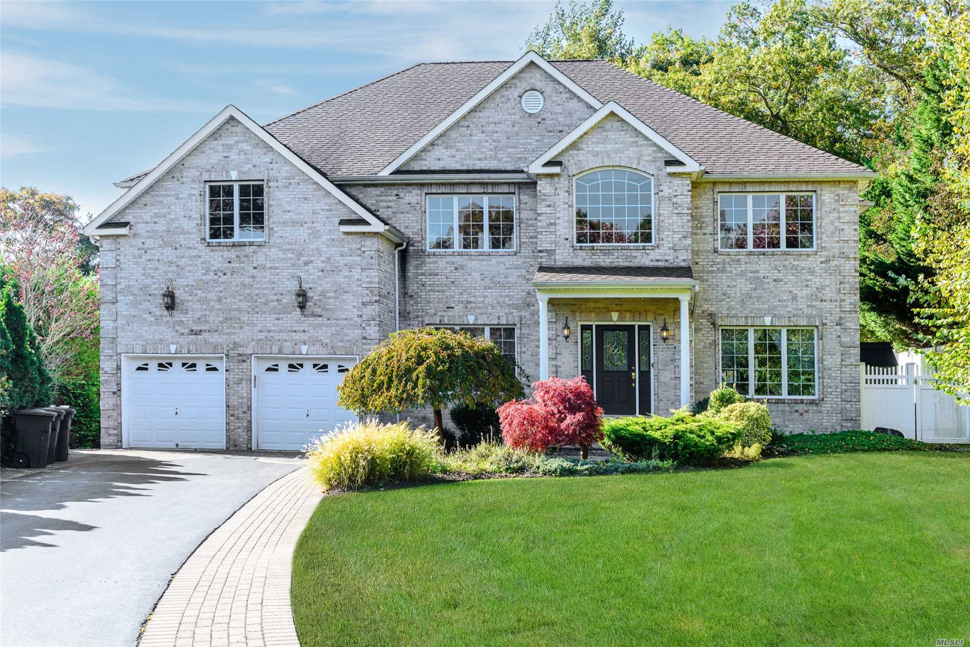 Huge Price Reduction Of $54, 000: Motivated Seller;4Large Custom Center Hall Colonial, 2 Story Entrance, 9 Foot Ceilings, Gourmet Eik, Media Room W/ Surround Sound, Huge Master Bedroom W/ Spa Bath, 3 Additional Bedrooms, 2 Full Baths. Full Finished Basement With Media Room, Office F/Bth, , Ose, In Ground Pool/Hot Tub, Bbq, Sports Court. Entertainers Delight.Start The New Year In New House.