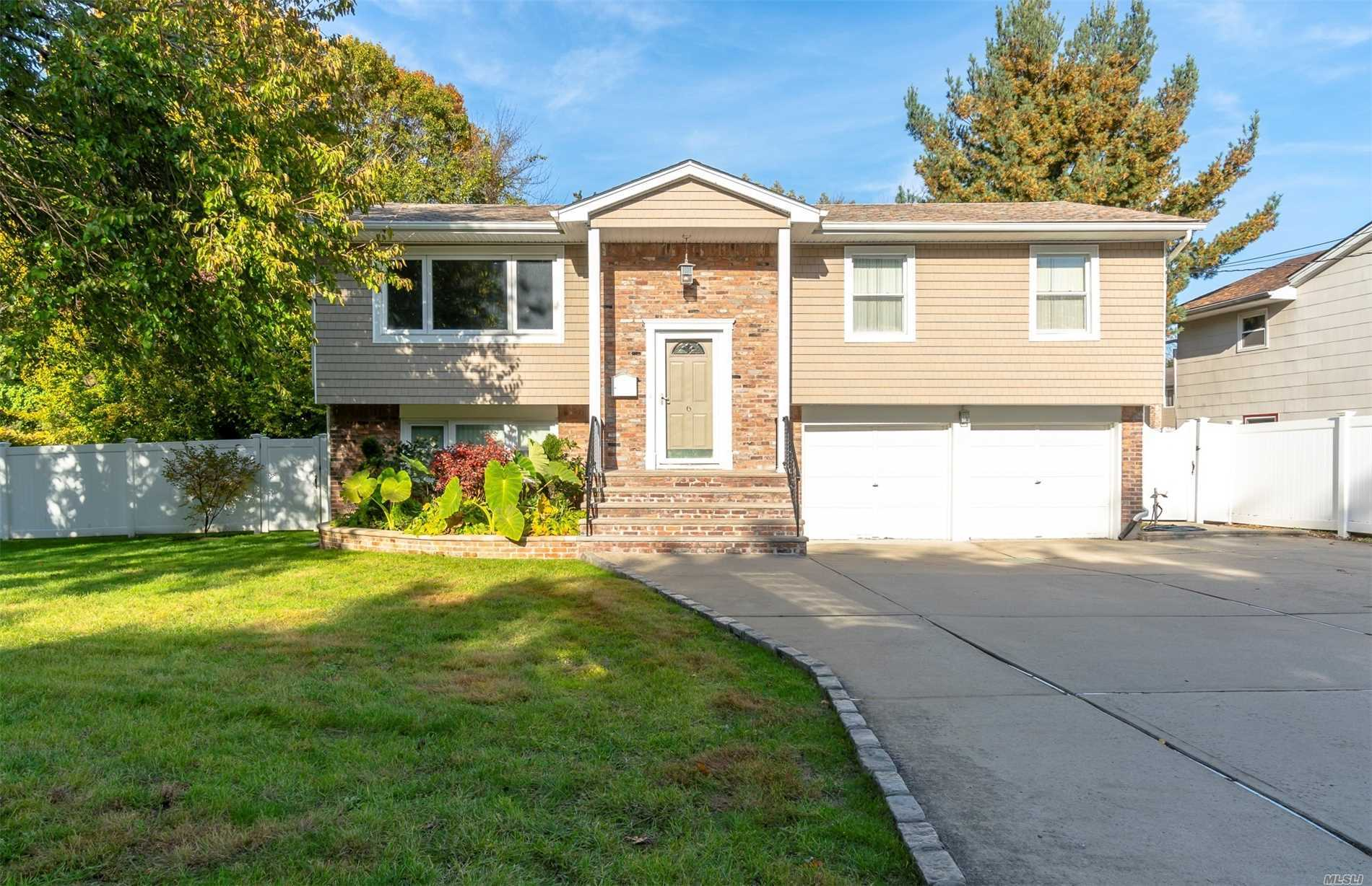 Amazing Hi-Ranch In Baldwin School District! Tucked In On A Small, Quiet Street Between/Adjacent To Freeport & Baldwin! This Lovely 4 Bdrms 2Fbths Hi Ranch Is The Home You Don't Want To Miss. This Home Features - Cac, 2Yrs Young Gas Furnace, New Siding; Wood Floors, & New Composite Deck With Surround Sound That Overlooks A Pristine And Spacious Back Yard- Great For Outdoor Entertaining. With A Lot Size118 X 141 The In-Ground Sprinklers Are An Asset. Additional Amenities, A Must See...