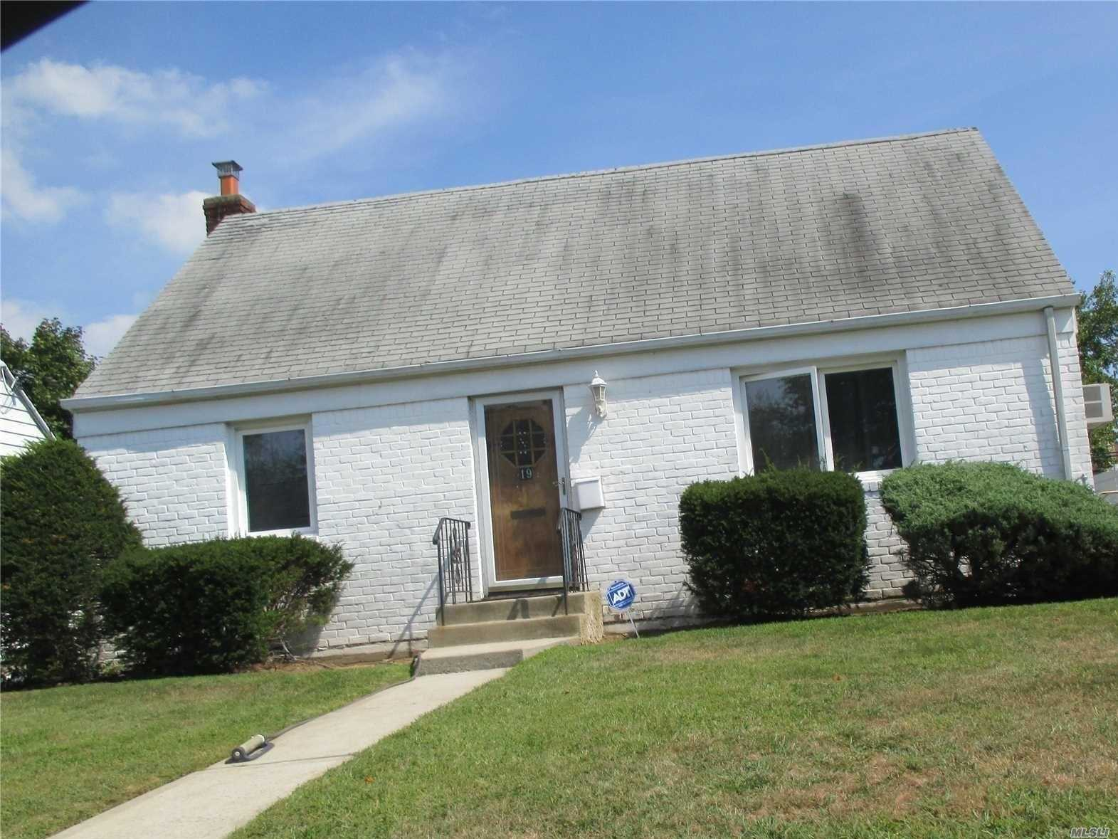 Well Maintained House, Hard Wood Floors , Excellent Condition