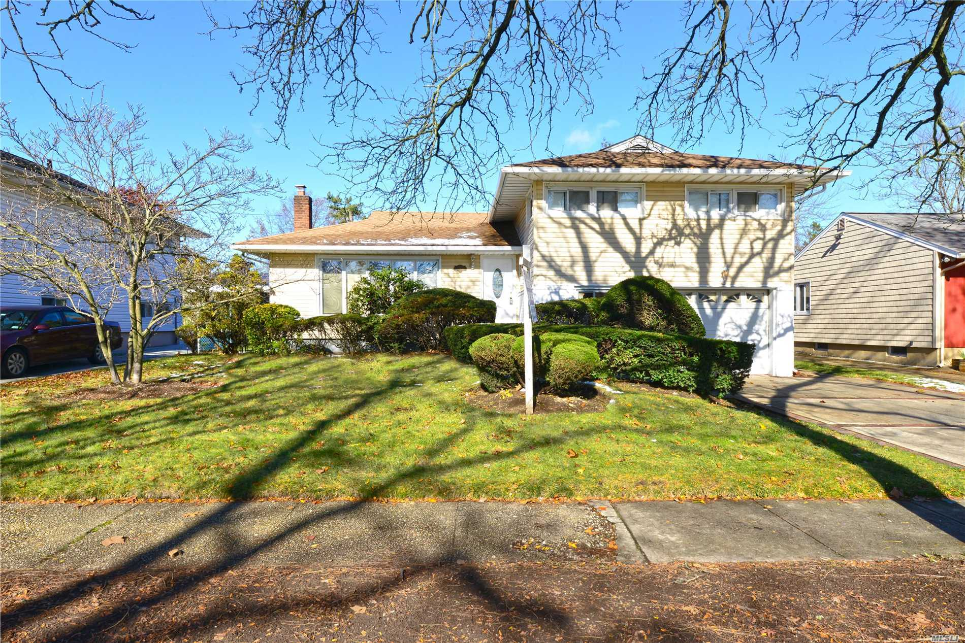 Huge Split Level Home In A Great Location! This Totally Renovated Home Has 3 Br & 3 Baths Including 1 Master Br With A Full Bath, Nice Family Rm, Laundry Rm & 1 Car Garage And Full Finished Basement. New Stainless Steel Appliances W/ Granite Counter Tops. Big Beautiful Backyard. Must See Property!