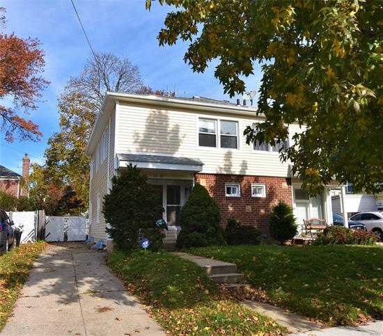 Charming Semi Attached House In Center Of Bayside Neighborhood South Exposure Lot