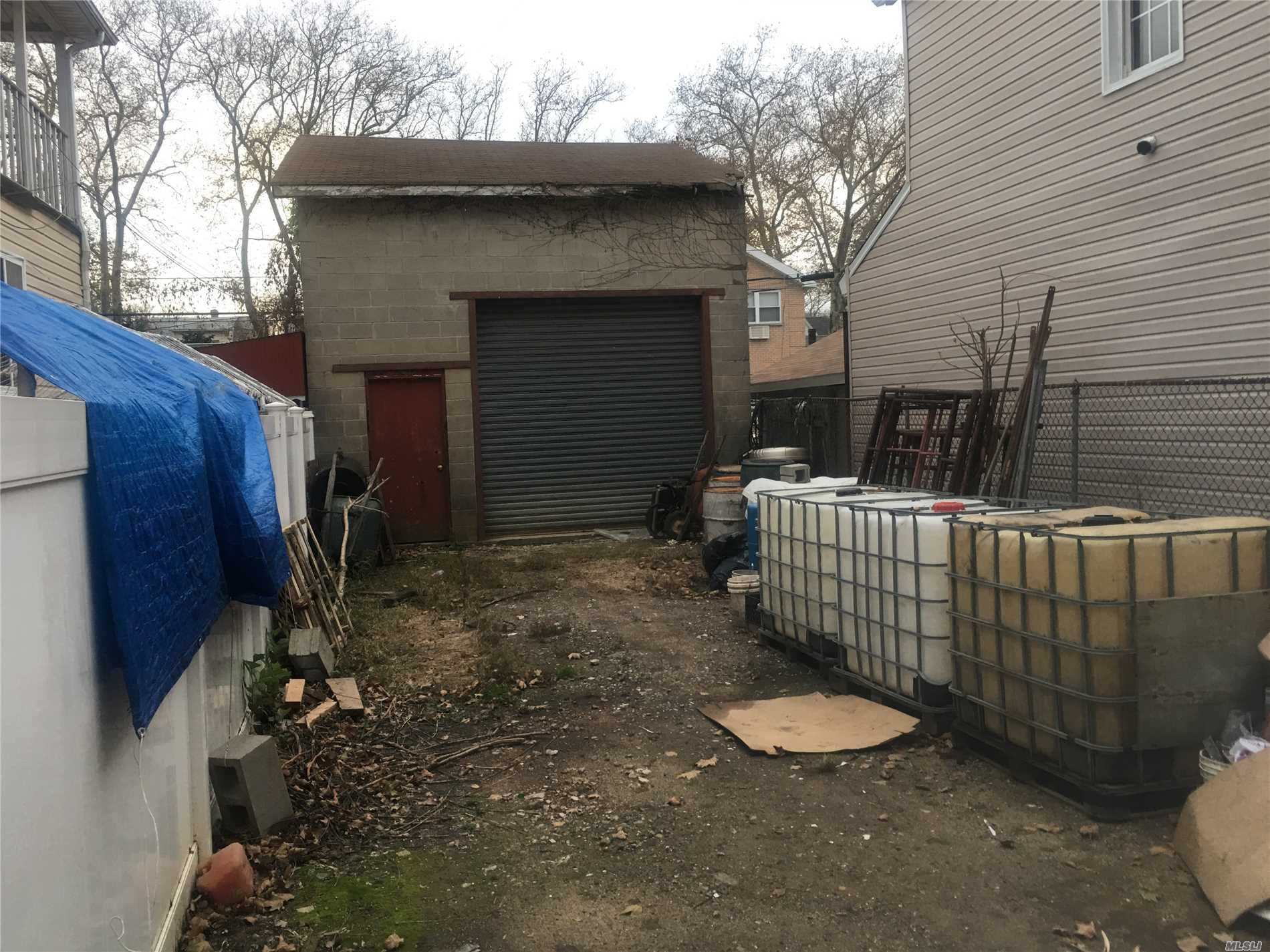 Vacant Parcel Available. R3-2 Zoning Prime Location. Minutes From Jfk, Close To Shopping, Schools, Transpotatiom And Places Of Worship. Will Not Last!!!
