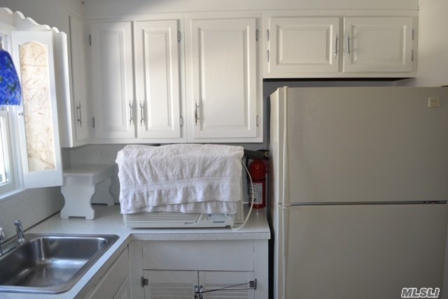 Lovely 2 Bedroom, 1 Bath 2nd Floor Apartment In A Cape Home. Beautifully Updated. Close To Everything, Shops And Lirr. In Harborfield School District. No Pets, Please Don't Ask.