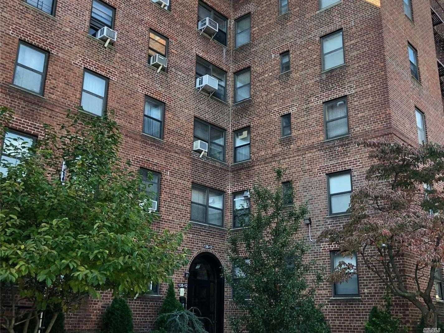 Great Corner 1 Bedroom Unit Awaiting Your Touches..
