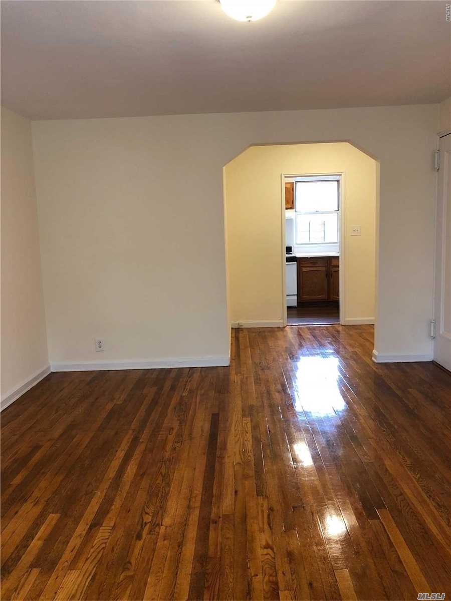 Large One-Bedroom Garden Apartment In Auburndale Includes Separate Kitchen And Dinning Area. Finished Hardwood Floors Throughout, Plenty Of Closets (Inc. Coat, Linen And 2 Bedroom Closets) And New Appliances. Near Lirr Auburndale Station (Quick Trip To The City). Laundromat, And Supermarket Nearby.Q76, Q28, Q12, Q13 Metro All In Short Distance