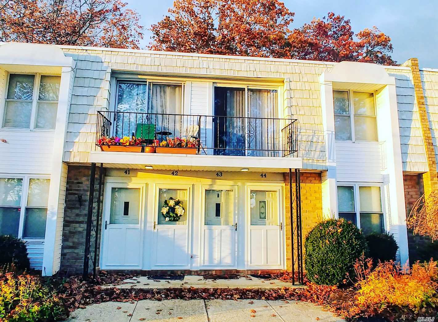 This Upper Level Co-Op Is A Must See! Located In A Well Maintained Community And Close To Shopping, Beaches, And Restaurants. This Unit Offers A Spacious Living Room / Dining Area That's Sunny And Bright From The Sliding Doors That Leads To The Private Balcony. New Carpet And Appliances. Led Lighting Throughout. Bedroom Has A Walk-In-Closet. Laundry Site Is In The Same Building. Common Charges Include: Taxes, Heat, Gas, Water, Garbage, Snow Removal, And Exterior Maintenance.