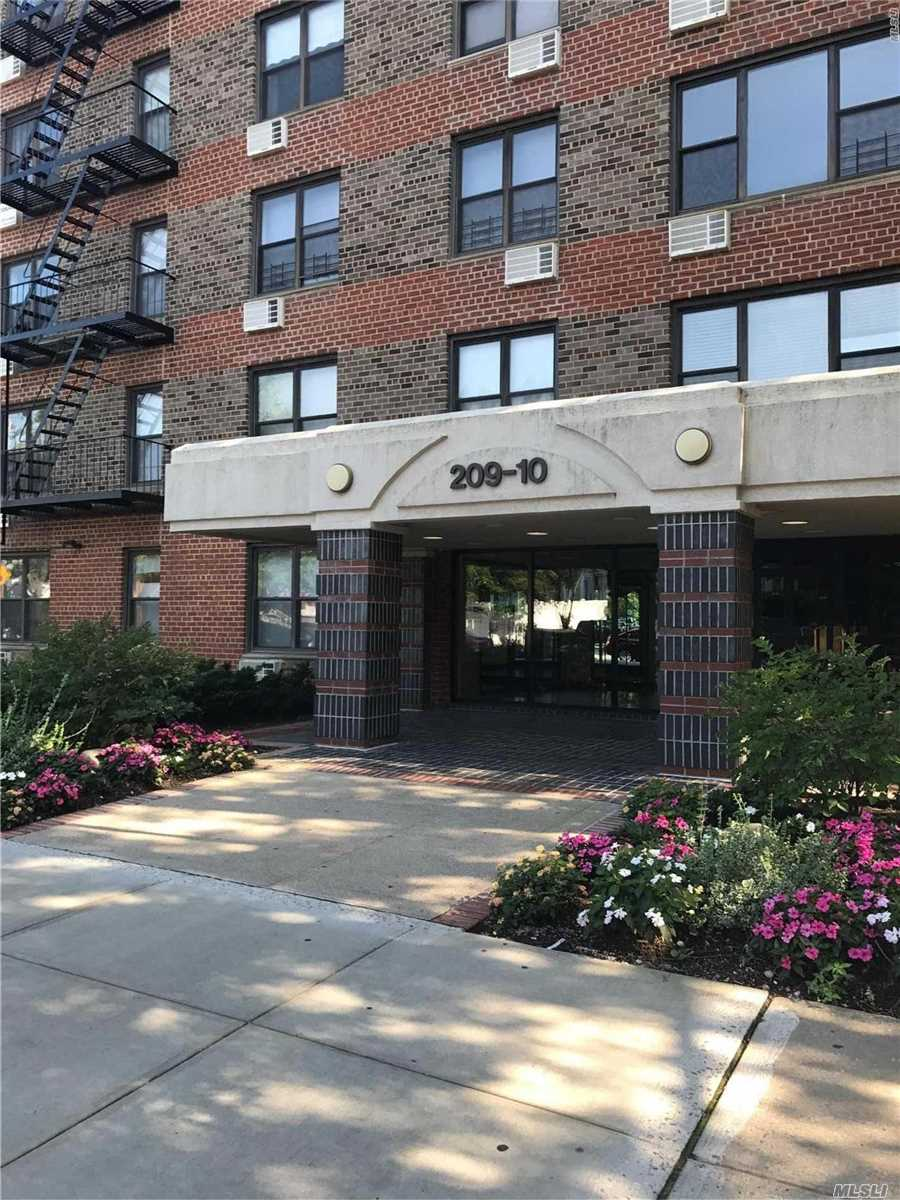 Sponsor Unit!!!! No Board Approval!!!! Lovely Junior Four Apartment With Large Livingroom, King Master, Plus Office Or Babies Room!! Tons Of Closet, Laundry Facilities, Shiney Oak Floors, Two Blocks To Bell And Rr!!!