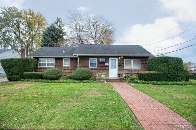 Super Mint Bethpage Ranch So Many Possibilities 3 Bedrooms 2 Full Bath New Kitchen , Boiler And Oil Tank . Full Finished Basement Nice Size Yard . Ready For A First Time Homebuyer Or If You Are Looking To Downsize .
