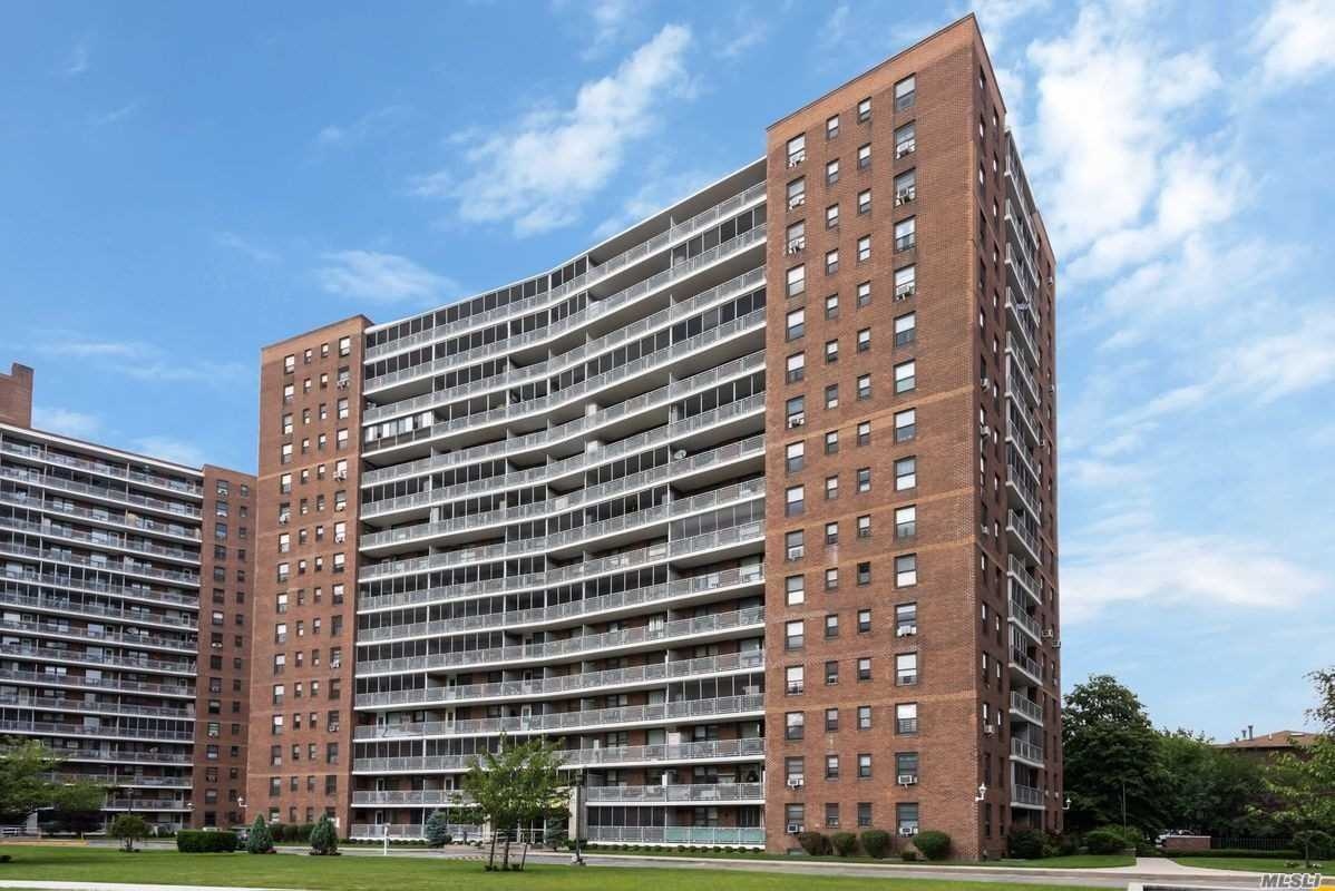 No Fee...Lg 1Br At The Prestige Park City Estates. 24 Security Gate And 24 Hr Doorman W Terrace. You Have To Be Qualified Tenant Who Can Pass The Board Approval With Good Credit Score And Proven Income. It Is Great Location 1Block From Costco And Rego Center Mall. 4Mins Walk To Subway & All Other Shopping Stors. Hurry Up Will Not Last.
