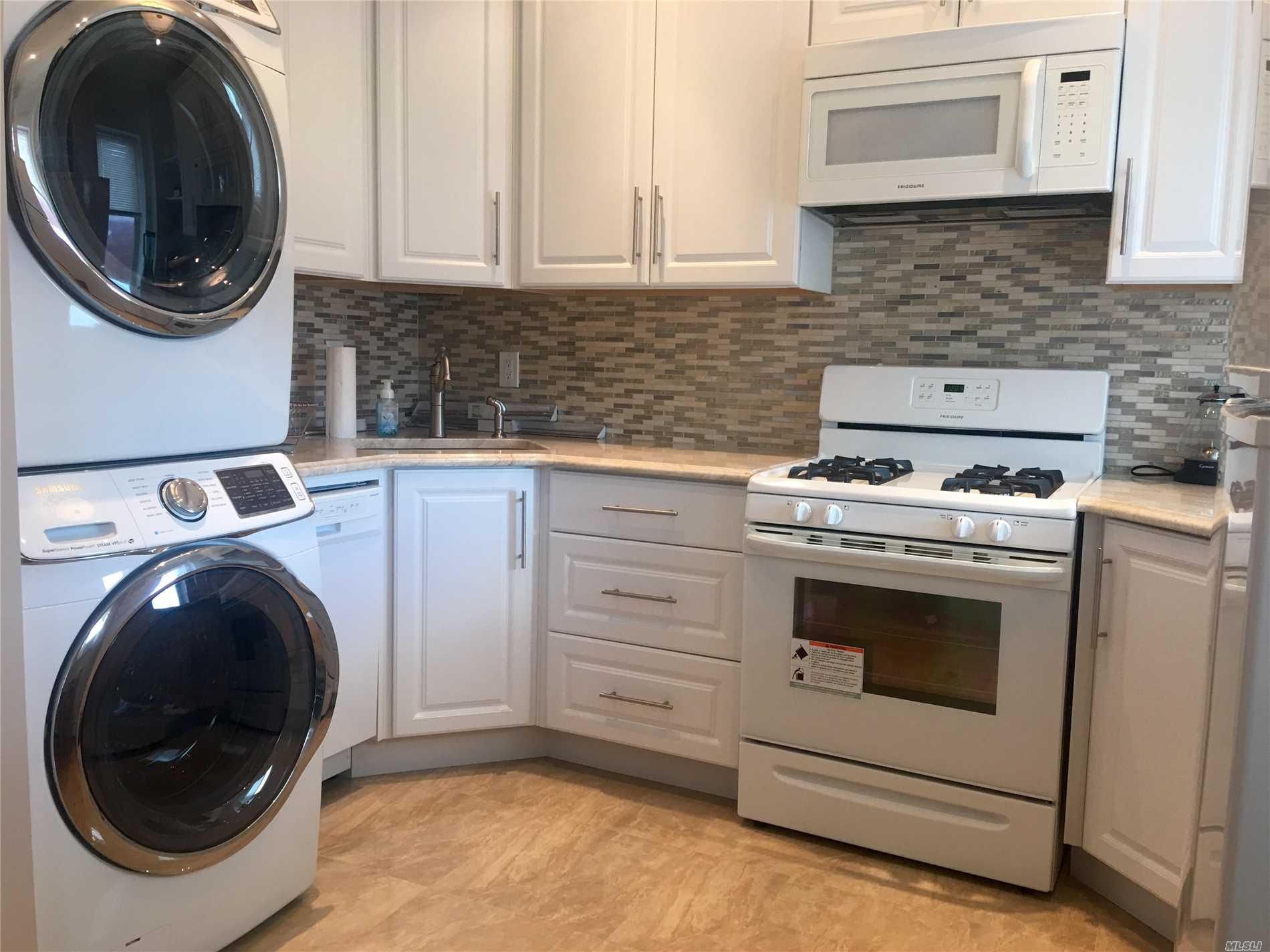 Two Bedroom Apartment With Washer And Dryer! 1 Large Bedroom, And 1 Office Space! Washer And Dryer, Hardwood Floors.