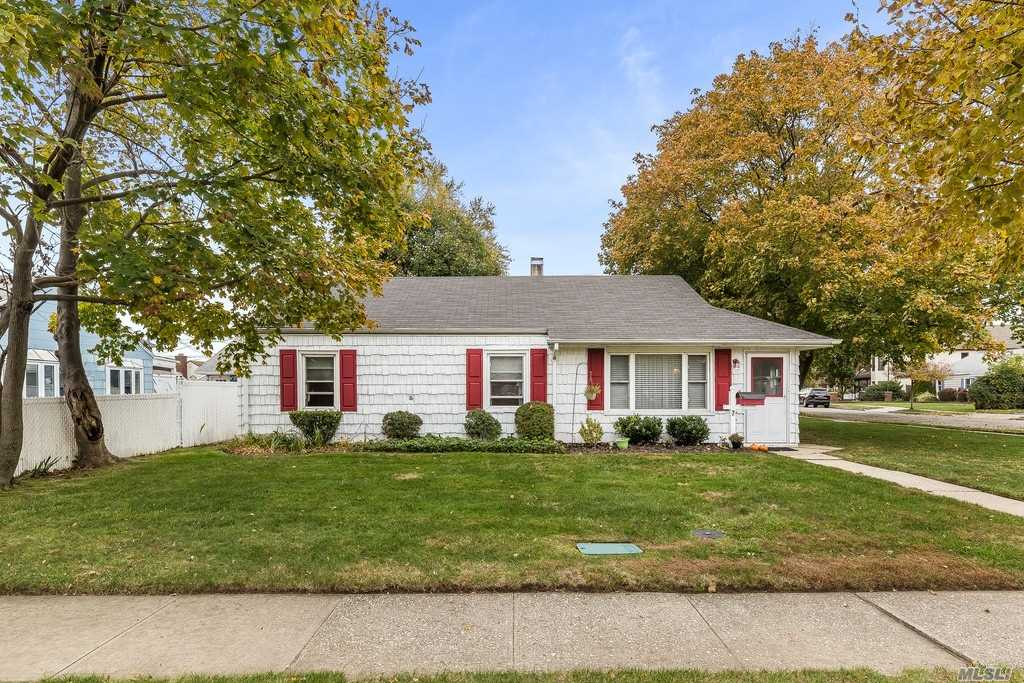 Move Right In To This Cosy Extended 3 Bedroom Ranch W/ Radiant Heat! Updated Kitchen W/ Laundry/Pantry, 2 Updated Baths, Den, 100 Amp Electric, Igs, Fenced Yard, Kramer Lane Elementary School