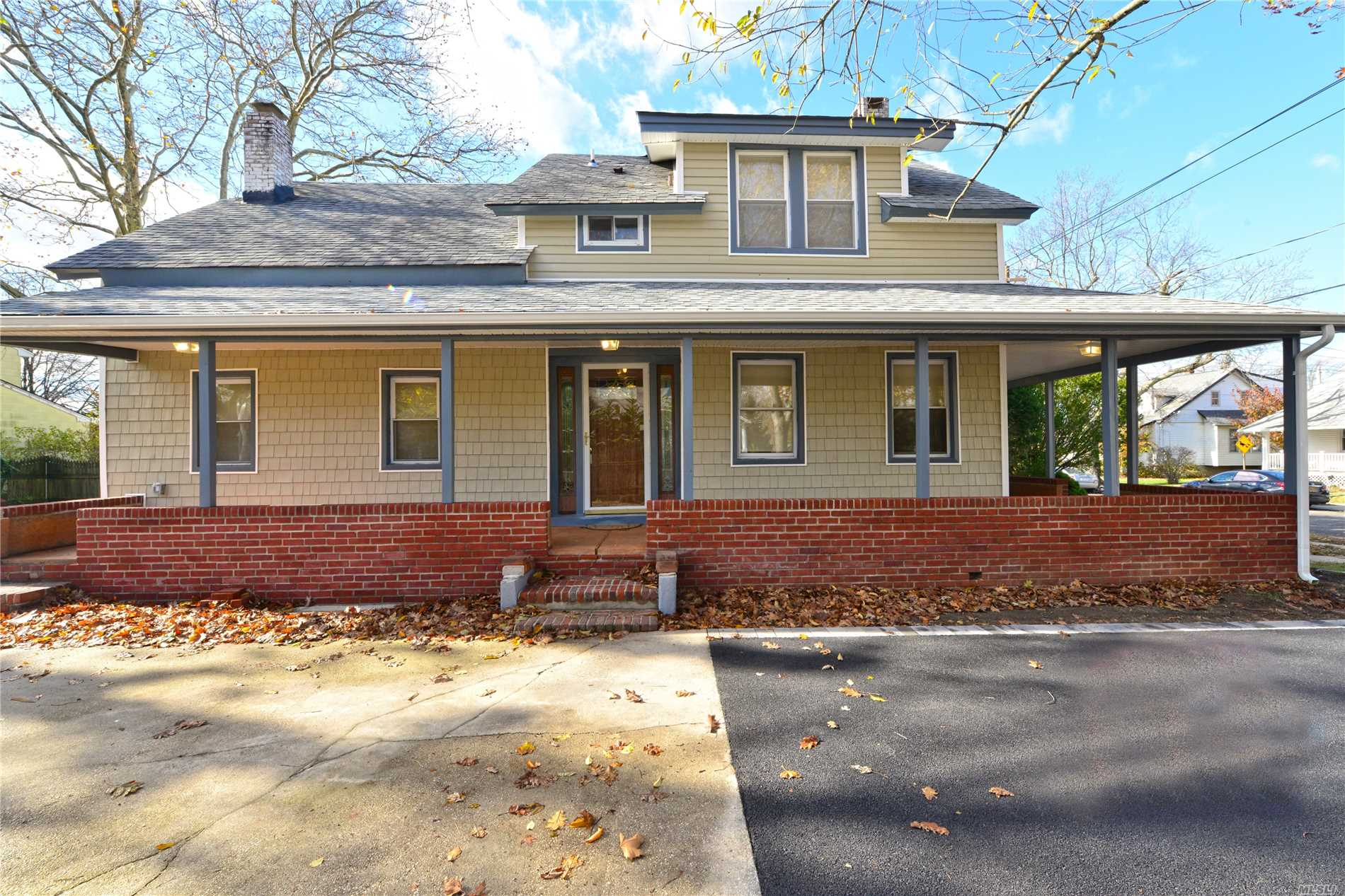 Beautifully Renovated 4 Br Colonial! 2 New Full Baths, Fuill Finished Bsmt As A Family Rm, Laundry/Utitlity Rm. Huge Backyard & Wrap Around Porch. Foyer, Lr, Formal Dr/Den, New White Eik Kitchen W/ Granite Counter Tops & New Stainless Steel Appliances. Gorgeous Wood Floors.