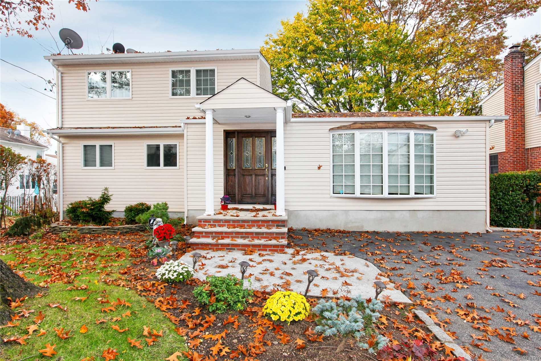 Beautiful 5 Br, 3.5 Bath Home In The Heart Of Albertson. 2 Zone Heat, 3 Zone Cac,  5 Zone Sprinkler System New Appliances (Stove, Dishwasher, Refrigerator, Washer, Dryer) New Insulation In 2nd Floor Attic New Led Recessed Lighting New Chandelier, 200 Amps, 2019 Taxes - $800 Lower
