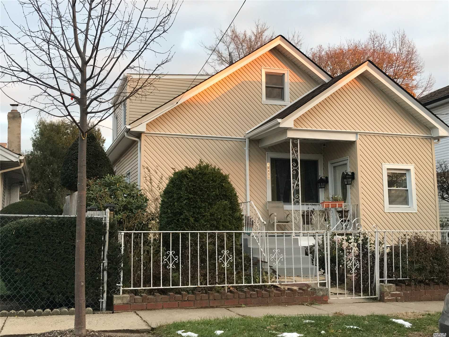Beautiful Home For Sale. New Roof, Hardwood Floors, Crown Molding, Walk In Closet, Mostly New Anderson Windows, Granite Countertops, Oak Cabinets. Come And Make A Offer!