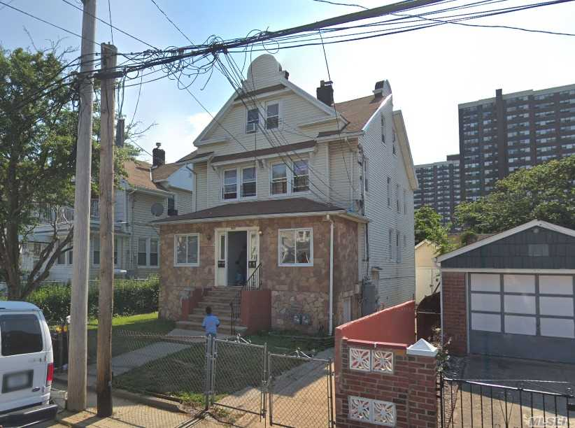 This Cozy One Bedroom Apartment Located In The Wave Crest Neighborhood Of Far Rockaway With Only A 10Min Walk To The Bus Line.