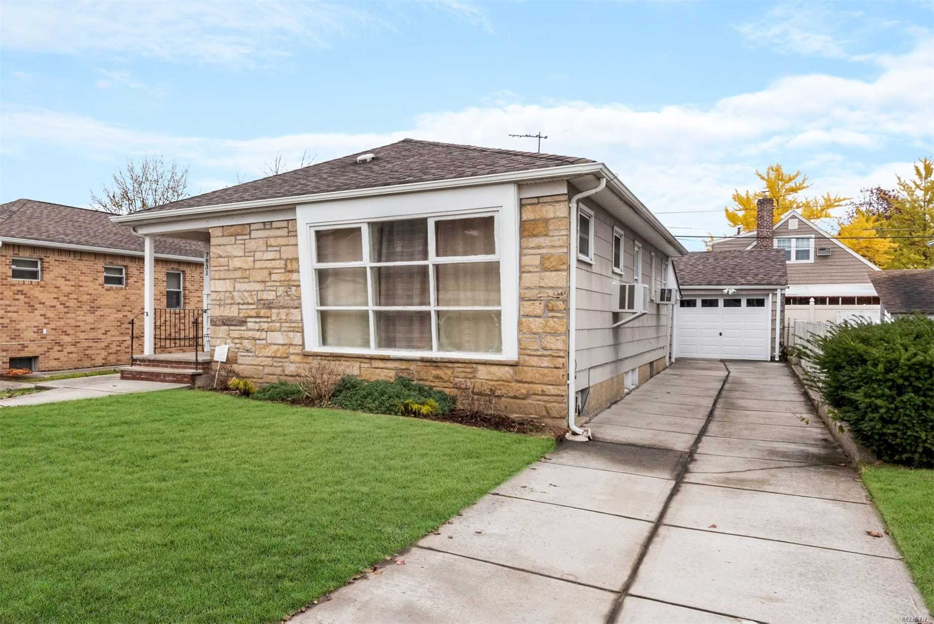 Full House Ranch Rental Features Bright Living Room, Spacious 3 Bedrooms, Kitchen, 2 Bathrooms, Hardwood Floors Throughout And Ample Closet Space. Great Location, Easy Access To Shopping, Major Highways And Public Transportation.