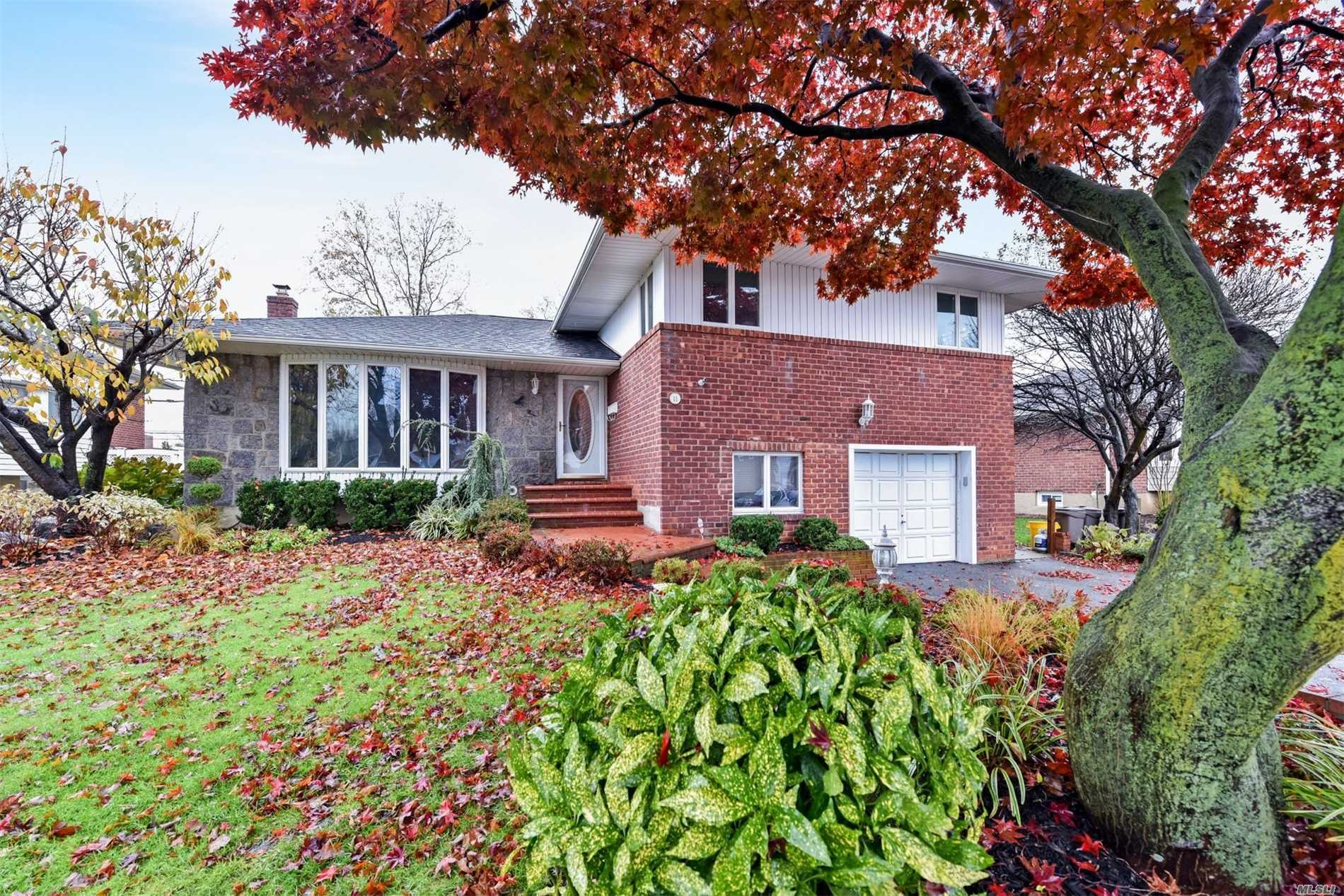 Larger Split, New Master Bath, Hardwood Floors Thru Out, Eat In Kitchen With Granite Counters, New Stainless Steel Oven And Dishwasher, Paneled Fridge, Crown Molding, Newer Roof. Gas Fireplace And Dryer. Can Convert Heat To Gas. Low Taxes. Syosset Schools.