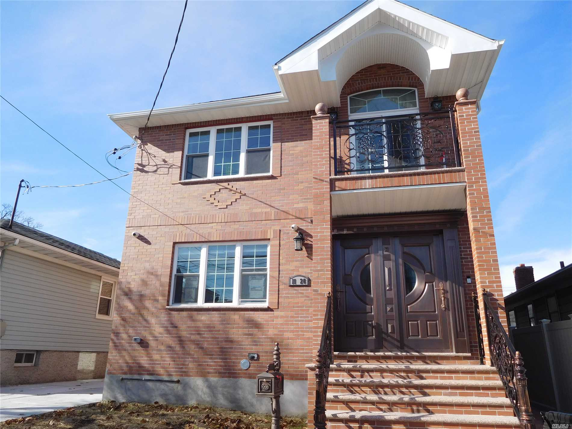 Spacious 3 Br 2 Bath Apartment At 1st Fl, In A Brandnew 2 Family House, Features Open Big Eat-In-Kitchen, Formal Dining Room, Huge Walk-In Closet With Wooden Closet Organizer. Easy Transportation With Q25 Bus (Stop At The Corner Of 127 Street And 11 Ave) To Main Street, Flushing.
