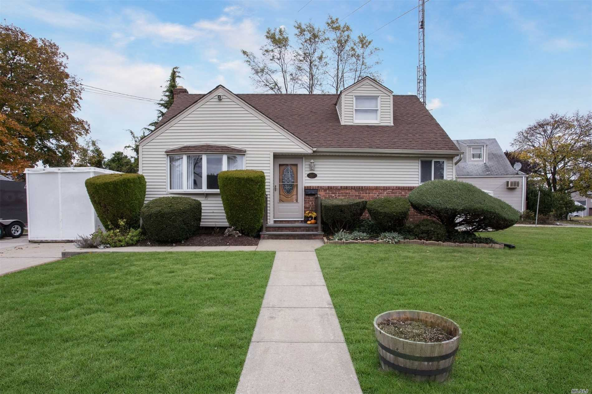 Great Starter Home. Eik W/Rear Door To Patio. Hi-Hats Throughout, 3 Ceiling Fans, 200 Amp Electric. Updated Heating System With Superstore H/W Tank With It's Own Zone. Full Unfinished Bsmt. Pvc Fencing, Big Side Yard. 4 Zone Igs, 2 New Wall A/C's. 4/5 Car Driveway. Antena/Tower Will Be Removed. Newbridge Elementary. Sheds Are A Gift.