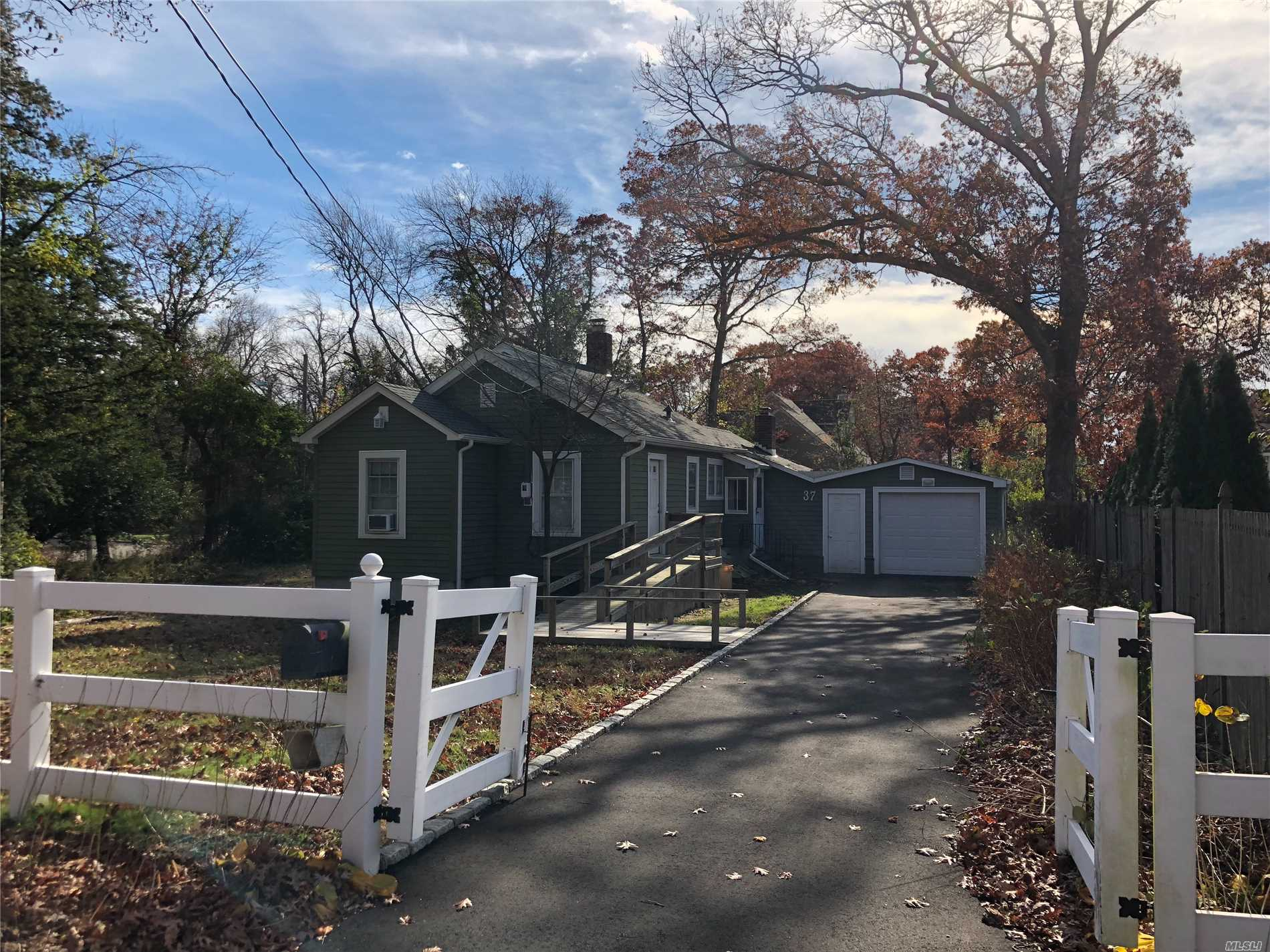 Full Home Rental In Beautiful West Islip, Home On A Double Cul-De-Sac With Minimal Traffic. Find Peace And Quite In This 2 Bedroom, 1 Bathroom, With A Handicap Accessible Entrance. Private Driveway For Parking. Tenant Responsible For Utilities. 6 Month Rental. All Pets Welcome, Smoking Permitted. No Access To Garage.