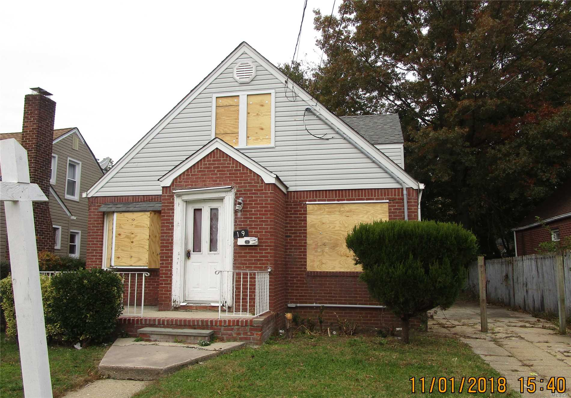 Roll Up Your Sleeves And Make This Your Dream Home. Yes Work Is Needed But Once Finished You Can Take Pride In Your New Home. Just Minutes To The Southern State Parkway, This Home Is Close To All Your Needs With Quick Access To Major Parkways And 20 Minutes To Jones Beach And 35 Minutes To Manhattan.