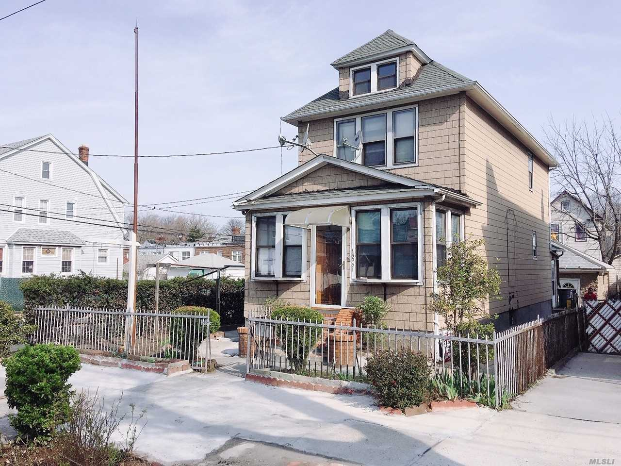 This House is on the Border of Briarwood & Jamaica Hills. Features Living Room, Formal Dining Room, 3 Bedrooms, 2 Full Baths, Kitchen, Full Finished Basement with Sep Entrance. Close to Grand Central Pkwy & Transportation.