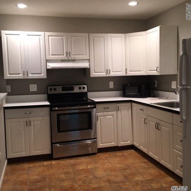 Very Nice And Clean 2 Bedroom Apartment Great For 2 People, Nice Area, Must Have Good Credit And References.