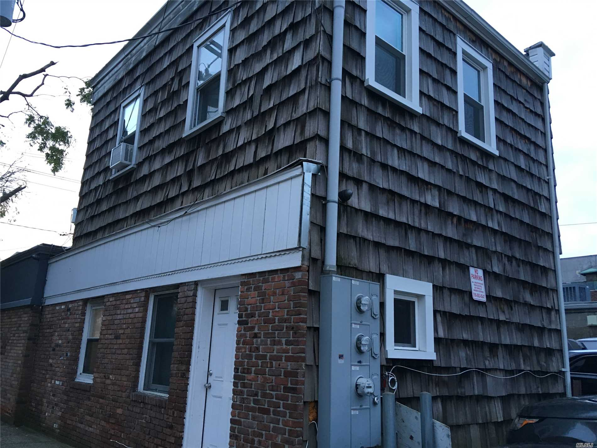Second Floor One Bedroom Apartment Very Near Lirr. Single Occupancy Only.