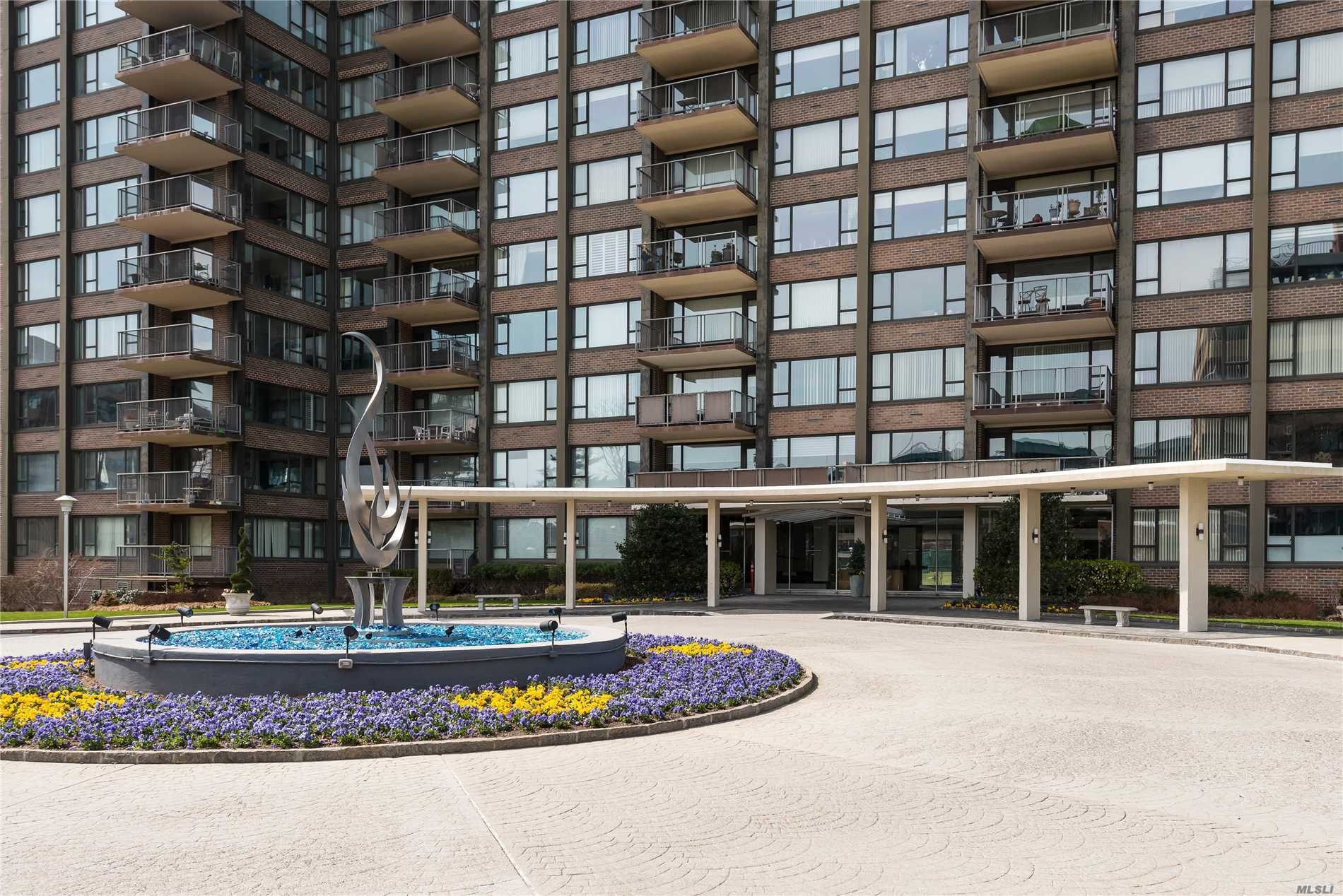Refreshed Price! Luxurious Lifestyle! Breathtaking Bridge&Water Wrap Around Panoramic Views W/Terrace, Located In The Luxury Cryder House.Full Service Hi-Rise, 24 Hr Security & Doorman, Gated Community, Gym, Outdoor Heated Pool, Library, Club Rm, Laundry On Every Floor.Entry Foyer, Eik, Dinning & Living Rm, Master En Suite, 2 Additional Large RMs, Updated Main Bath, Lots Of Closets.Parquet Flrs.Sun Rise And Romantic Sunset!Express Bus To Nyc On Corner And Local Bus To Flushing.Utilities Inc. In Maintenance.