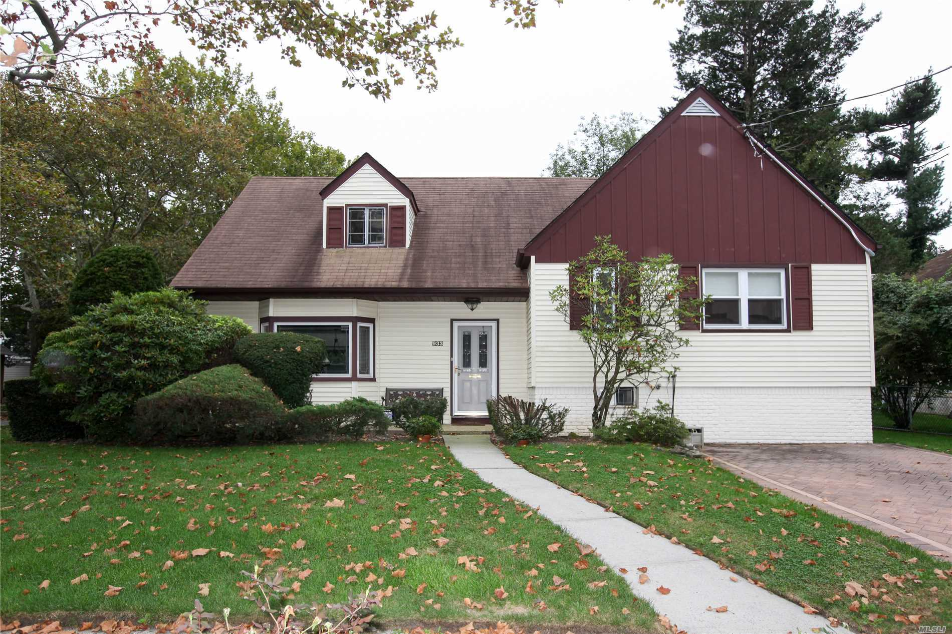 Beautiful Split Level Home In Mint Condition On An Oversized Corner Lot.Move In Ready!3/4 Bedrooms With A Master Suite, 2 Full Bathrooms, Eat In Kitchen, High Ceilings, Finished Basement/Den With Bonus Room, Low Taxes For Sd#14, Lot Is 92X89, Quiet Block, New Patio,  Unfinished Attic With Full Stairs (Possible 2 Bedrooms Or Master Suite), Lots Of Room To Expand, A Must See!!