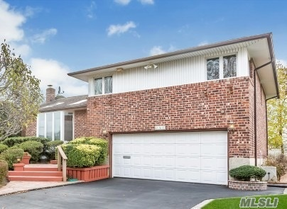 Ideally Located On A Cul-De-Sac Situates This Magnificent & Move In Ready Maplewood Split. Gorgeous Curb Appeal. The Home Boasts An Updated Beautiful Eat In Kitchen W/Granite Counter Tops, Stainless Steel Appliances, & Sliders To A Fabulous Trek Deck & Lovely Yard, Lr W/Cathedral Ceilings & Gleaming Hardwood Floors, Formal Dining, Spacious Den W/Sliders To Lower Trek Deck/Patio, 3 Bdrms 2.5 Bths, Mbr Has A Fbth, Gas Heat, Gas Cooking, Cac, Igs, Plainview School District, A Must See!!