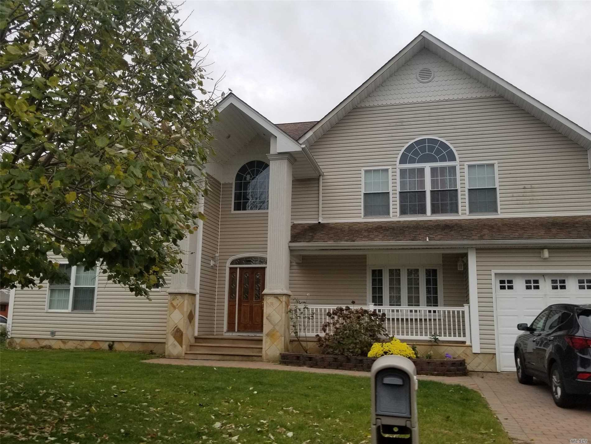 Large Colonial With 12 Rooms 6 Beds And 4 Bath. Anityville Schools. Close To Shopping, Transportation And Major Roadways