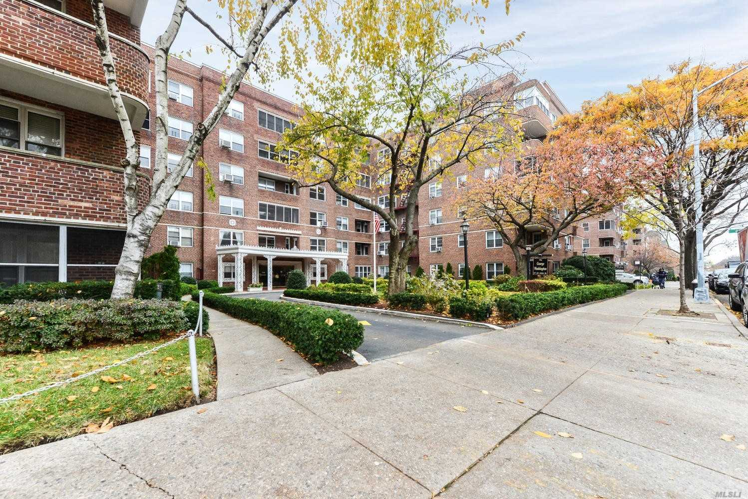 Welcome To The George Washington. Entry Foyer Perfect For Dining. Large Living Room, Renovated Windowed Kitchen And Bath. Great Layout W/ Hardwood Floor Throughout. Junior Br Off The Living Room With A Large Window. Spacious Master Bedroom Away From The Living Room With Plenty Of Closets. Luxury 24 Hour Doorman Building Zoned For P.S196. Gym, Storage And Parking Available. Convenient To Trains, Parks, And Shops.