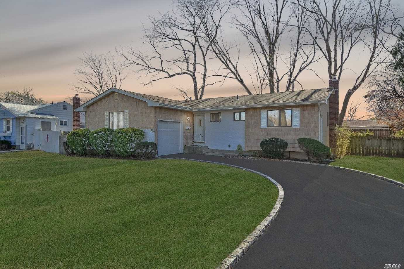 Don't Miss This Well-Maintained And Charming Ranch In The Baseball Section Of Commack! The Home Sits On A .25 Acre In Sought After Commack School District. Featuring Vinyl Siding With Hardwood Floors Throughout. Near Great Shopping And Restaurants. Superb Starter Home And Priced To Sell.