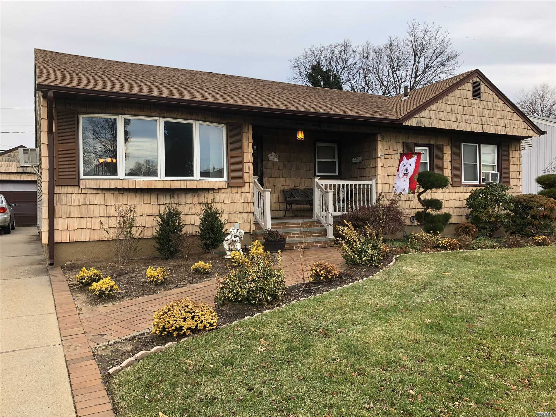 3 Bedroom 2 Bath (One In Master) Ranch In The Dogwood Section Of Franklin Square. Features Include Inviting Front Porch, Hardwood Floors, Eik, Lr/Dr, Oversized Garage And Private Fenced Yard.