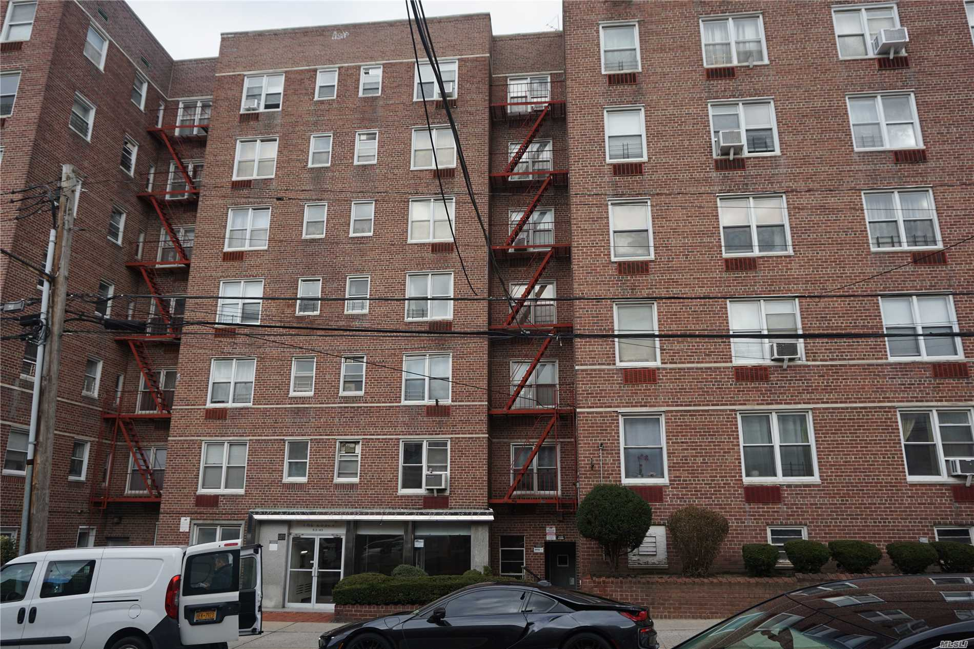 800 Sqfts, New Renovation And Hardwood Floor, Updated Kitchen With Marble Top, Both Kitchen And Bathroom Have Window, 28Prime School District, Top Ps139 Only One Block Away, 1/2 Block From M&R 63 Drive Stop. Pet Are Allowed, Sublease After 2 Yrs, Owner Prefer Cash Deal.