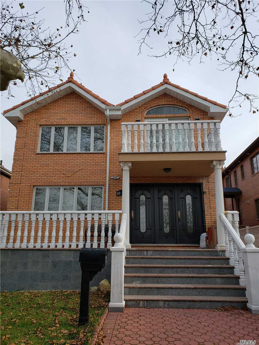 Excellent Triplex House At Oakland Gardens Close To Alley Pond Park,  The House Is Mint Conditions And Young. Approx 2400 Sqft ,  3Brs , 3 Full Baths With Spacious Living Room,  Balcony, Beautiful Finished Family Room Basement And Backyard, W/D,  3 Parkings On The Driveway, 26 Sd( Ps. 213, Ms. 74 & Cardozo High School),  Good Transportation Q27, Q88, Q30/Qm5/Qm35 , Credit And Income Check Required,  A Must See !!!