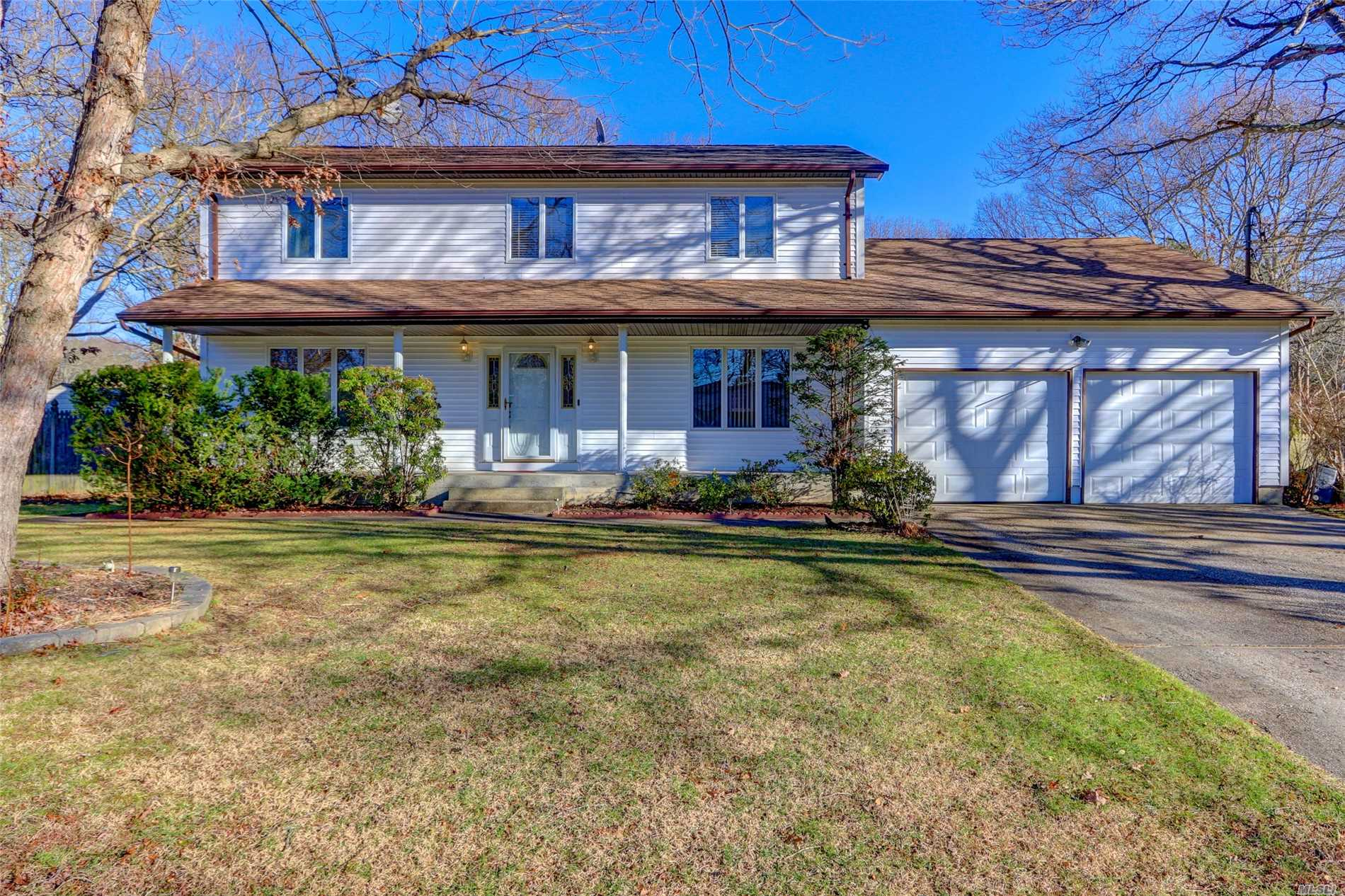 Spacious Colonial Featuring Over 4000 Sq Ft Of Living Space. Very Low Taxes For The Size Of The House. All Cos In Place Including Finished Basement. Huge Unfinished Bonus Rm Over Garage