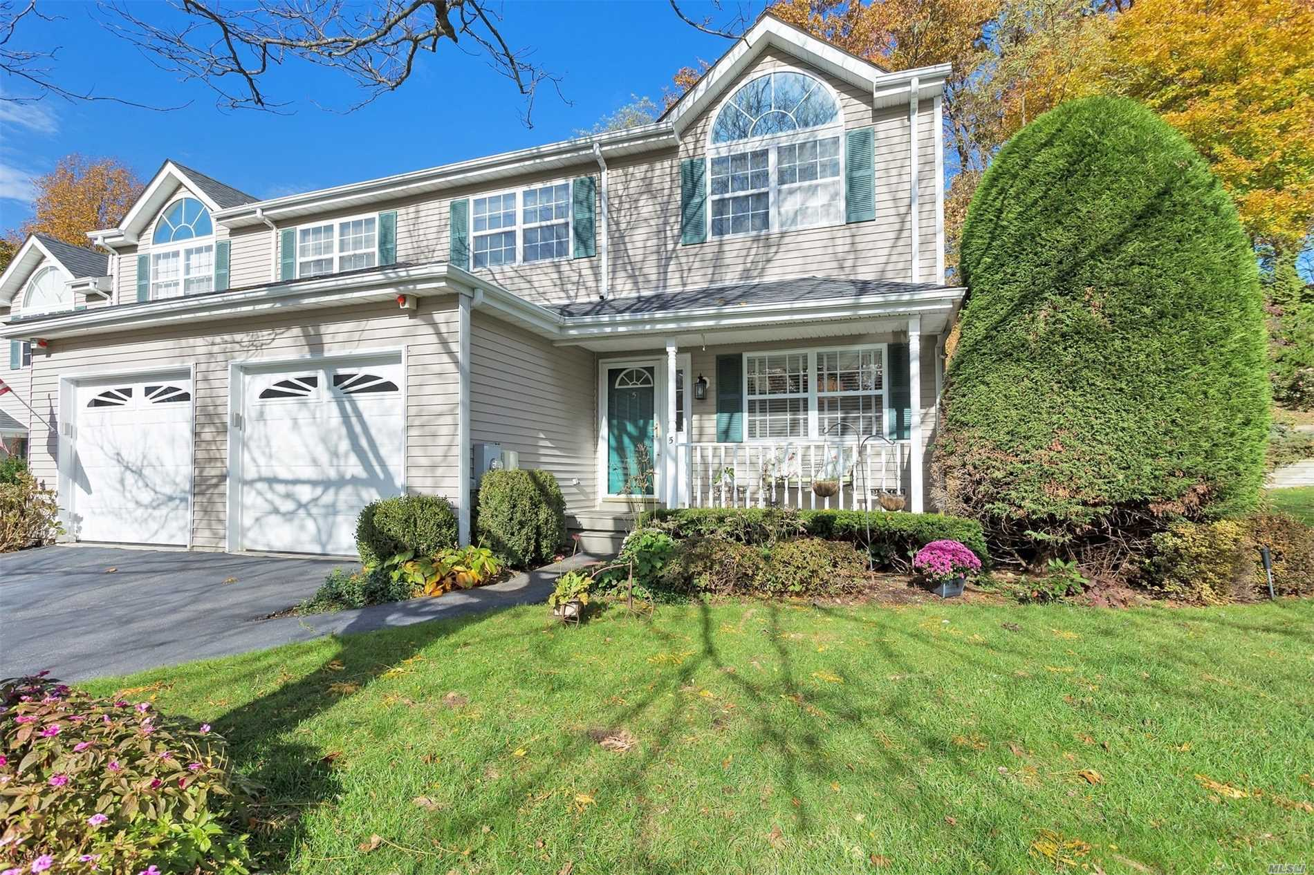 Sun Drenched Corner Townhouse Is Move-In-Ready. Entry To Generous Open Plan Living. Country Style Chefs' Kitchen Has New Stove, Granite Tops & Drawer Dishwasher With Separate Breakfast/Dining Area. Luminous Living & Dining Room Flows To Large Entertainment Deck. Half Bath & Laundry. Stunning Master Bedroom Boasts Grand Vaulted Ceiling, Master Spa Bath & Walk In Closet. 2 Additional Spacious Bedrooms W/ Full Bath. Fully Finished Multi Use Basement Has Ample Storage. Impeccable Quality Finishes.