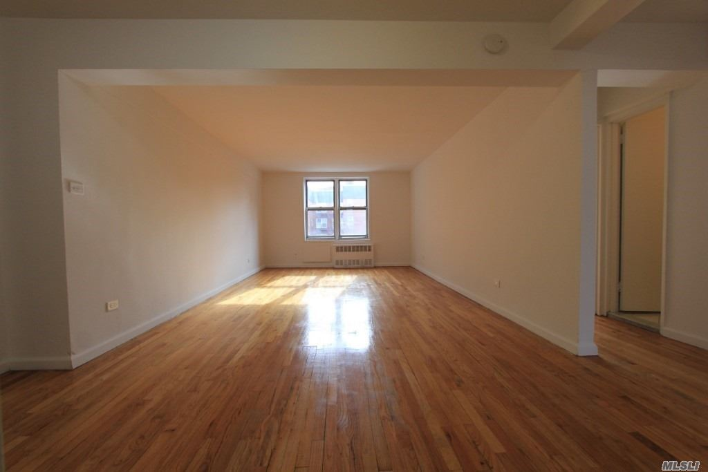 Large Full Size Two Bedroom, 2 Bathrooms, Large Eat-In Kitchen Including A Dishwasher & Built-In Micriwave.
