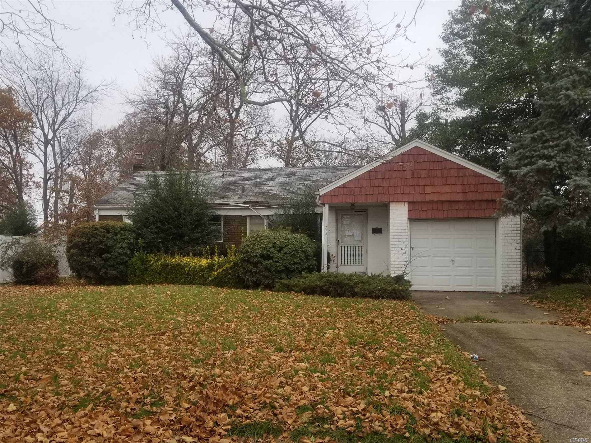 Large Ranch With 3 Bedrooms And 2 Bath. Close To Shopping, Transportation And Major Roadways.