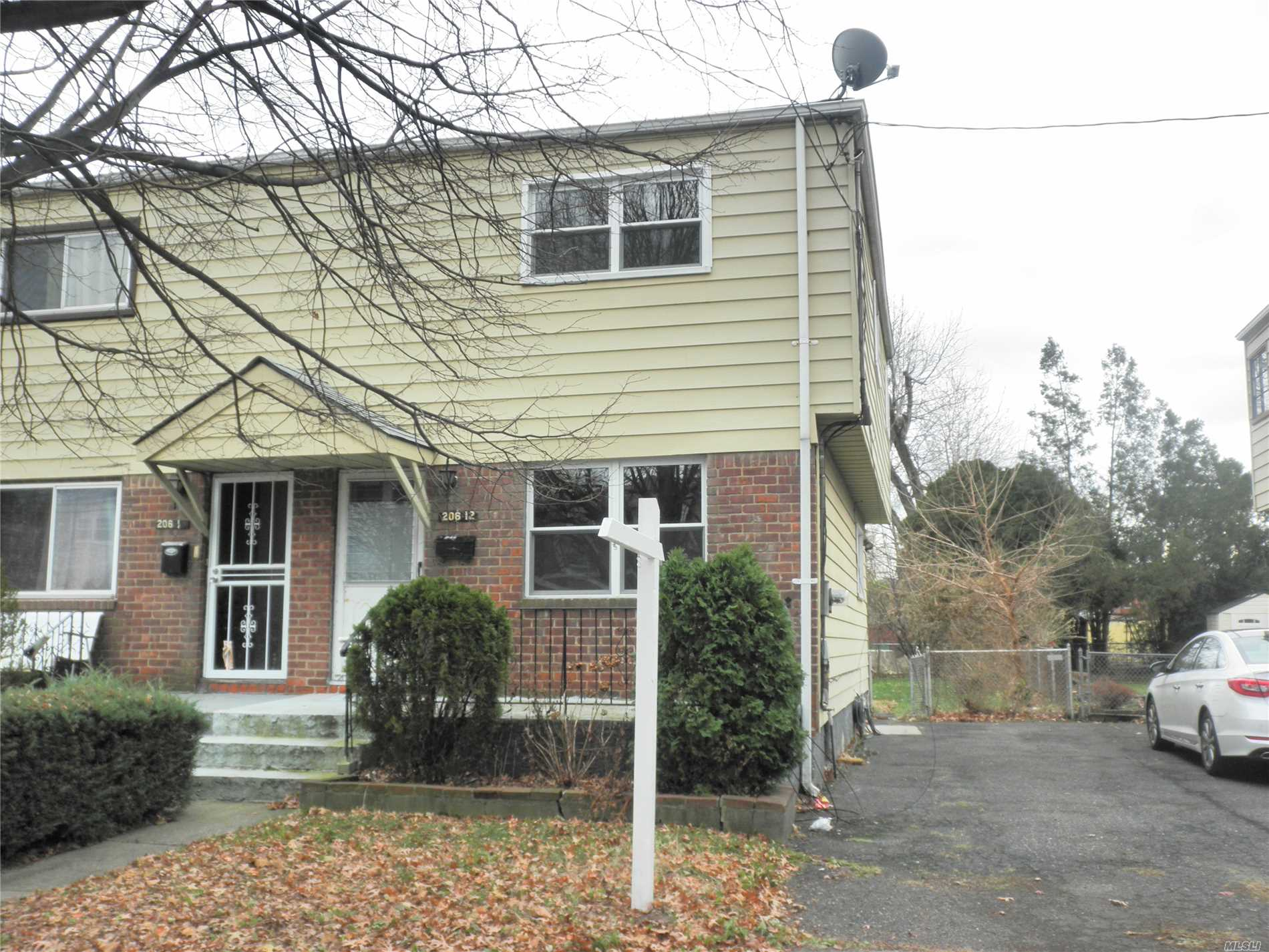 R3-1 Zoning !! Semi- Detached Colonial Home Features 3 Bedrooms, 1.5 Baths, Living Room, Dining Room & Fin Basement. Beautifully Maintained Throughout, Close To Shopping, Transportation & Schools. Sd #26.
