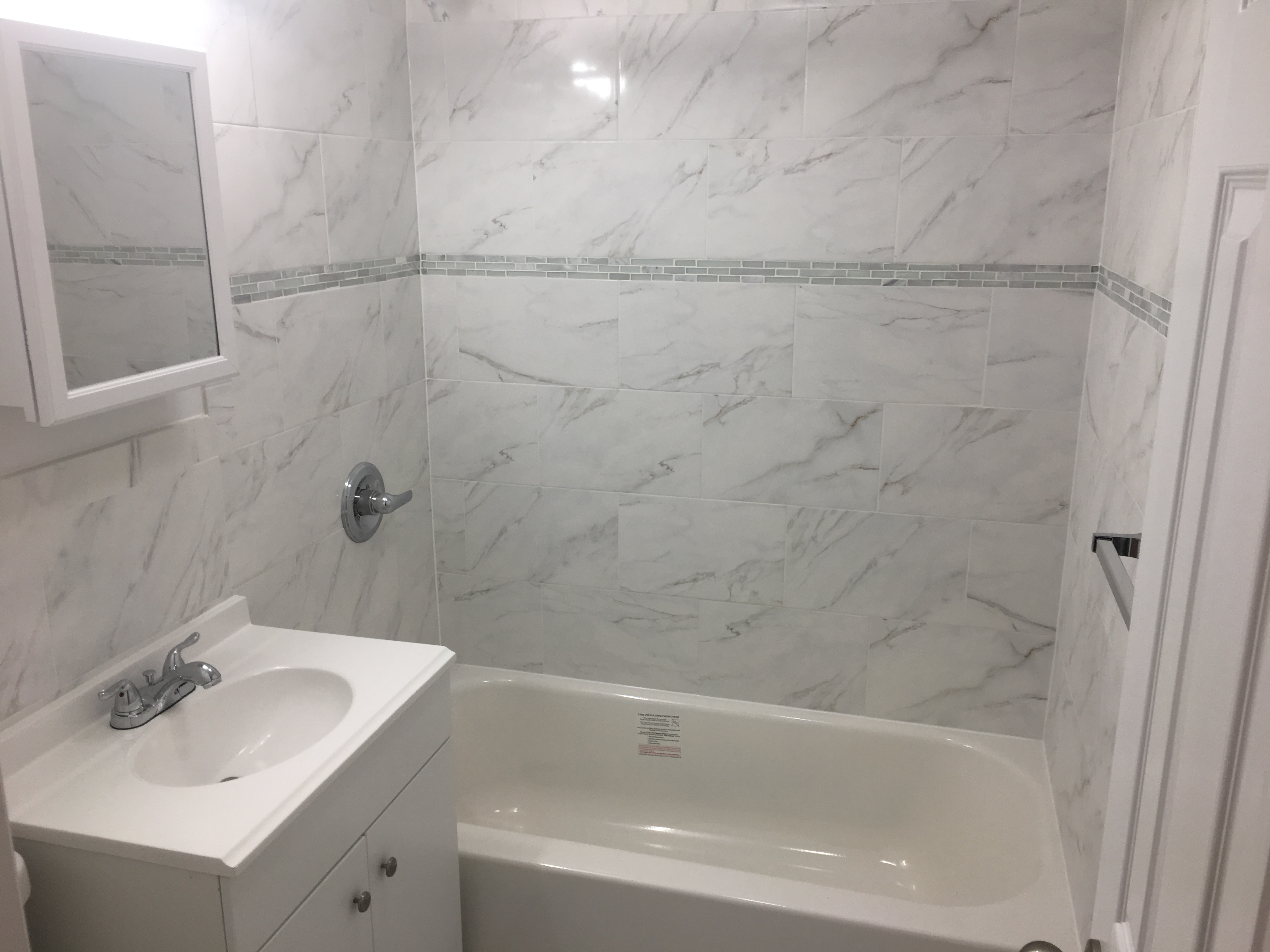 Nicely updated sunny  Studio  in a well kept garden style property. Newly remodeled kitchen and bath. Shimmery hardwood. This is a bright sunny immaculate apartment. Laundry on site. Parking included.  White Plains offers great dining and shopping and a short train ride to NYC. Good credit score required.  Private parking for 1 car is included