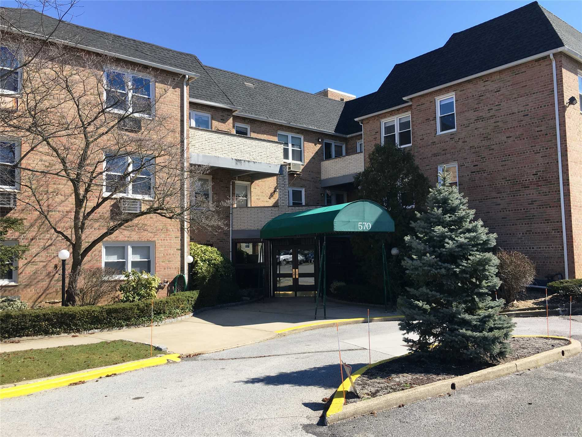2 Bedroom 1 Bath Condo In Excellent Condition. Updated Kitchen And Bath. Private Terrace. Hardwood Floors, Ample Closet Space With Storage, Garage Parking, Inground Pool, Gym And Laundry. Close To All Amenities.
