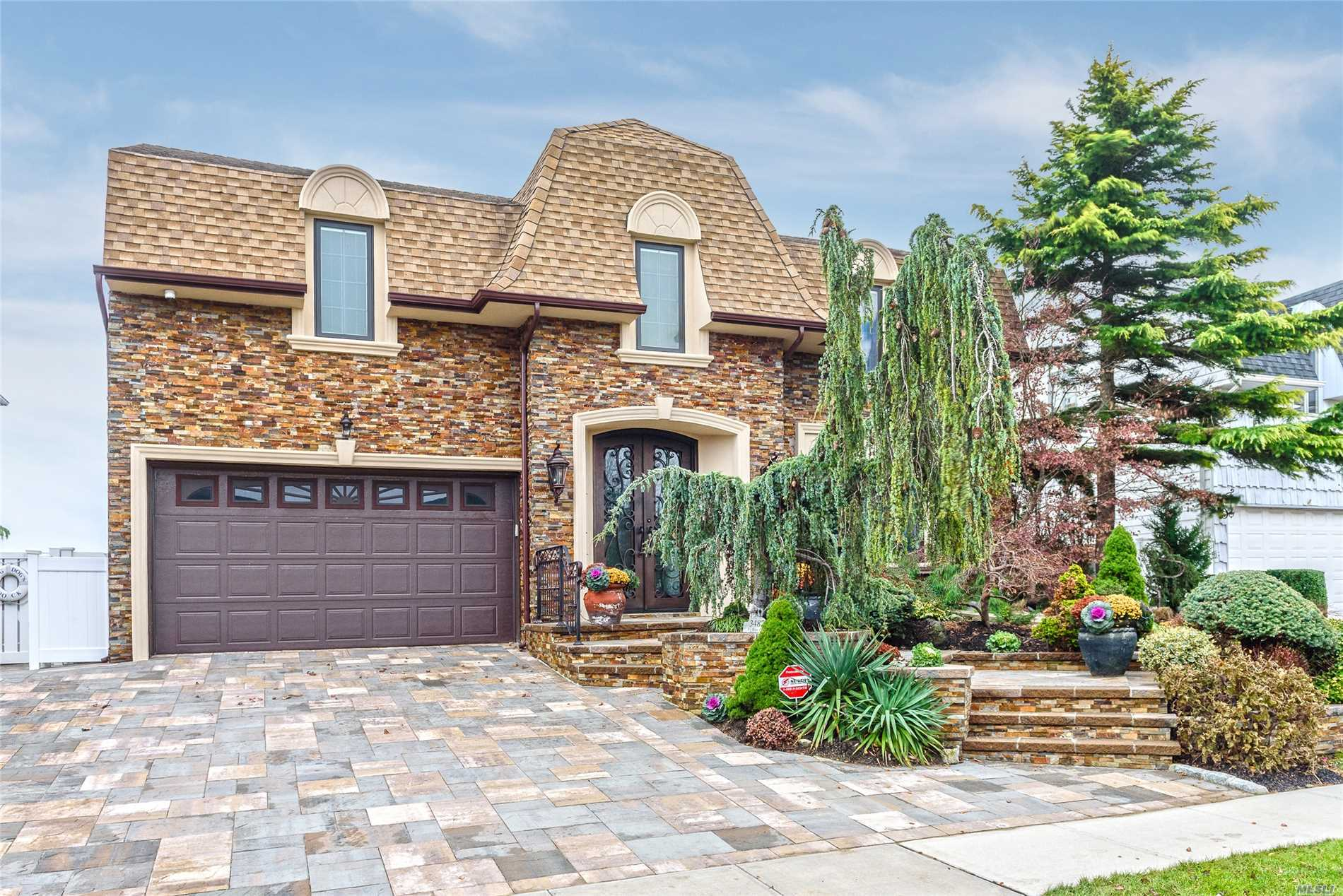 Panoramic Open Bay 5Br Colonial--Cul-De-Sac St.--New Vinyl Bulkhead, Pier, & Floating Dock! N E W: Plumbing/Vinyl Ig Pool, Pavers, Ductwork For Central Air, Sweeping Bannister, 1st Level New Tiled Floor & New Central Vac! All Updated Bths, & Stately New Front Entry Door! Granite Eik W/Kitchen Nook! Replaced Thermostats, Many Brand New Pella Windows, Gas Marble/Travertine Fireplace, New Attic Fan, Led Lites, New Trex Deck, Exterior Lites & Skylite/Motorized Shade! Unobstructed Views Of Bay!
