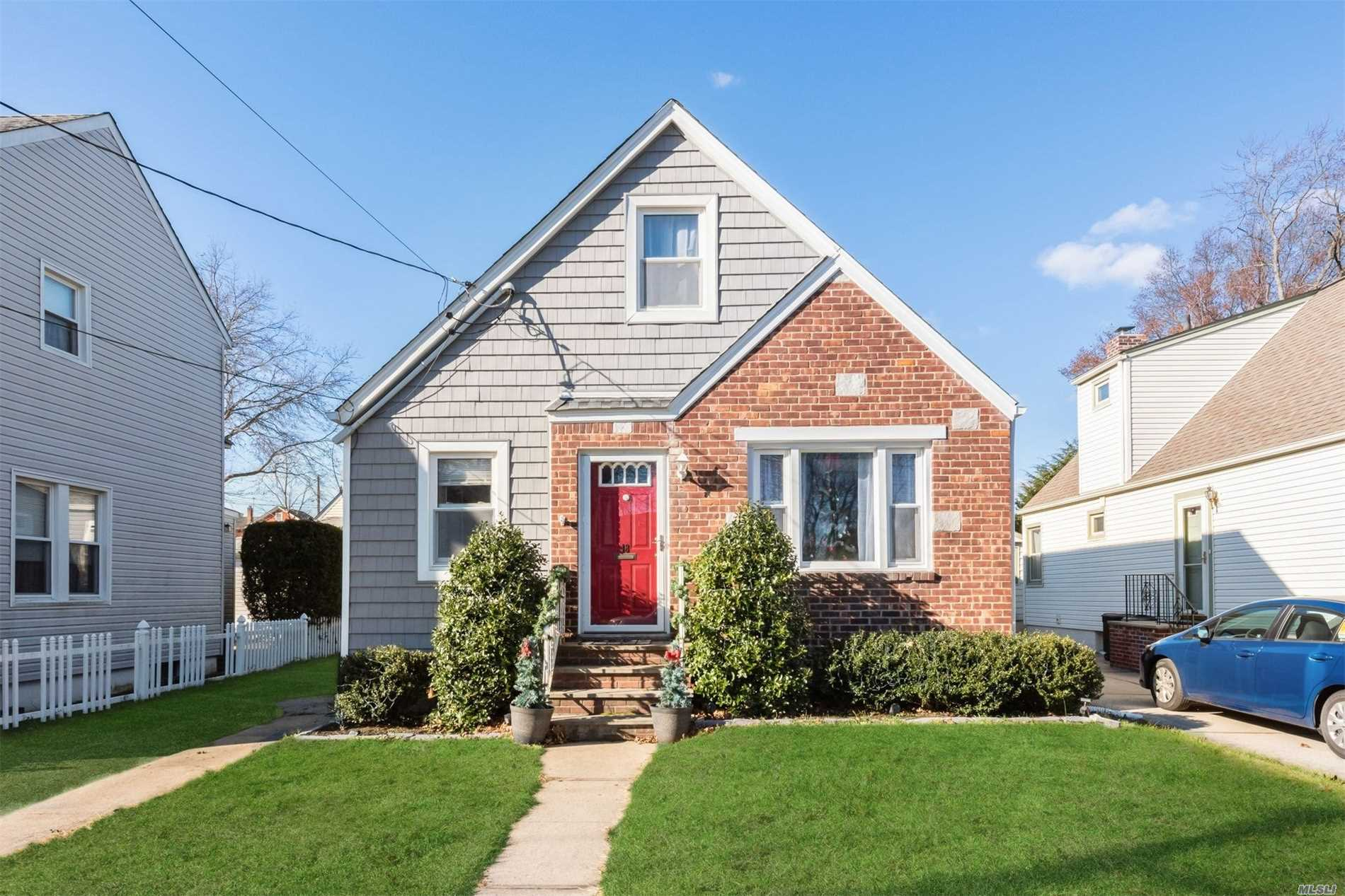 Newly Renovated 4 Bedroom Cape In Sd 22