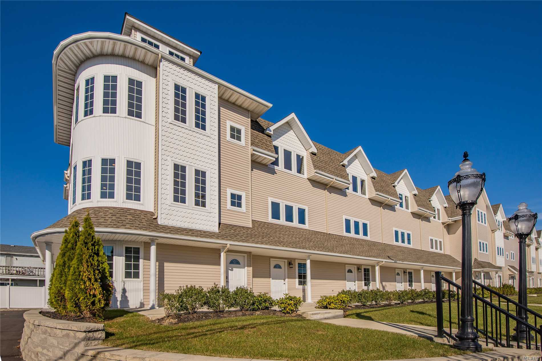 Brand New Gorgeous Townhouse (Unit #9) Features Fema-Compliant High Flr Elevation, 2 Bdrms, 2.5 Baths, 2-Car Gar, Entry Lvl Office/Den, Huge Wide-Open Main Lvl Living/Dining Rm Combo Next To Custom E-I-K W/Granite Ctops + Ss Appliances, Oak Flrs Throughout, & Prof Landscaping. Opportune Loc: Within Quiet Development Yet Close To The Mile, Marinas, Dining, Shops, Rr, +++!