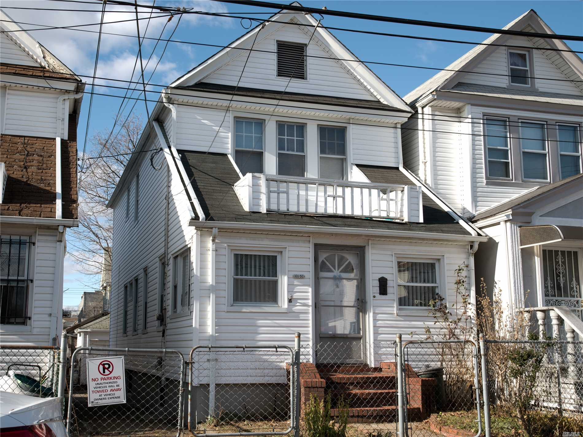 4 Year's Boiler, Heater, 7 Year's Roof, 9 Year's Siding. 2 Minutes Walk To A Train In 111th St ( Liberty ) Stop.